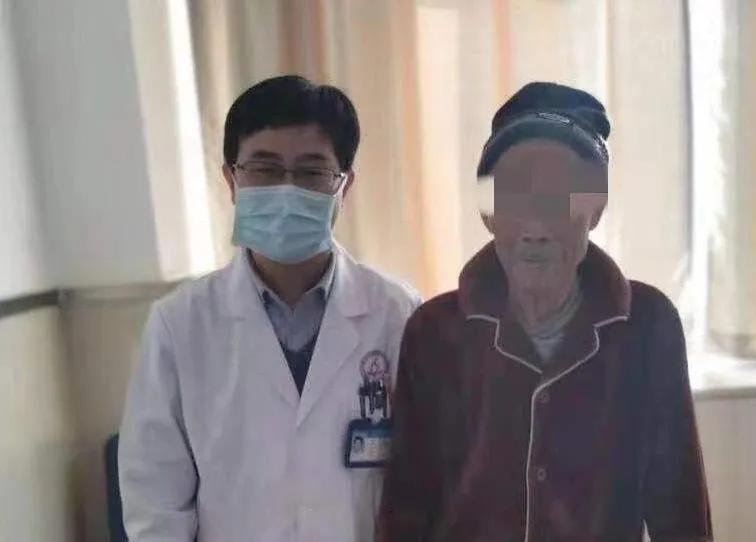 阜阳市妇女儿童医院胸外科巧施微创手术,81 岁老人重获新生