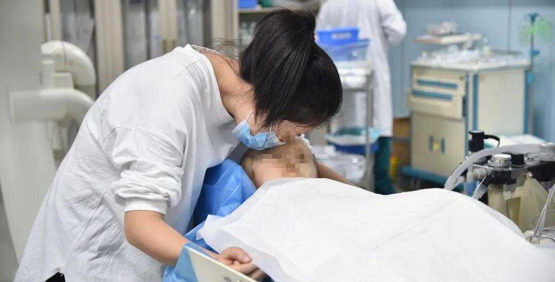 三博专家「多管齐上」,为两岁脑动静脉瘘「大头宝宝」介入栓塞获新生希望