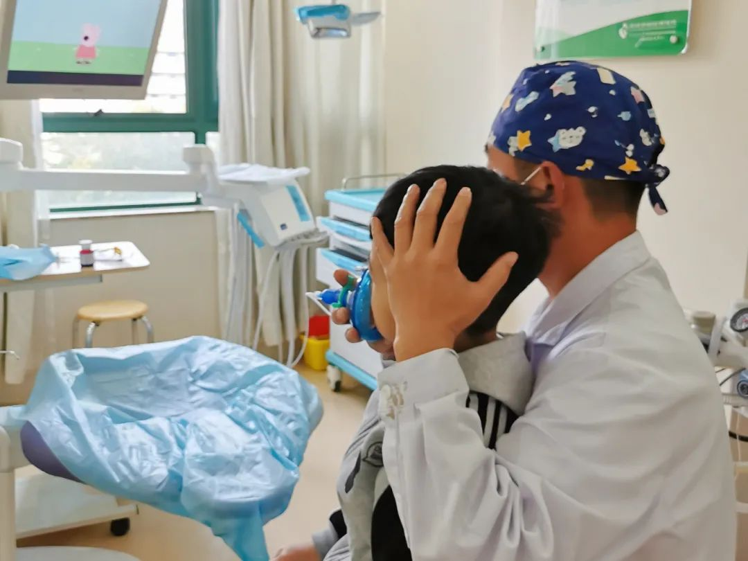 深圳市妇幼保健院口腔舒适化门诊成功为一名脑瘫儿童实施口腔治疗