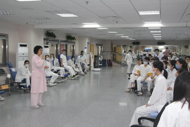 上海二康康复治疗部开展突发心跳呼吸骤停应急模拟演练
