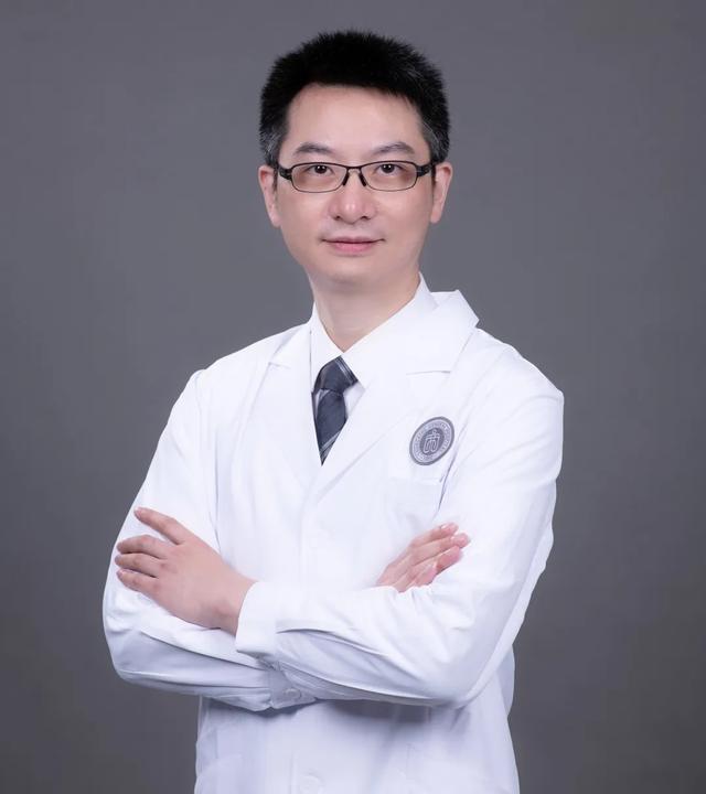 钟南山院士主持的这场学术会,重庆北部宽仁医院马千里教授应邀参加