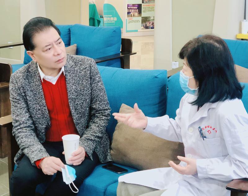 情暖重阳:著名表演艺术家陆鸣携手艾格眼科走进社卫养老院送健康