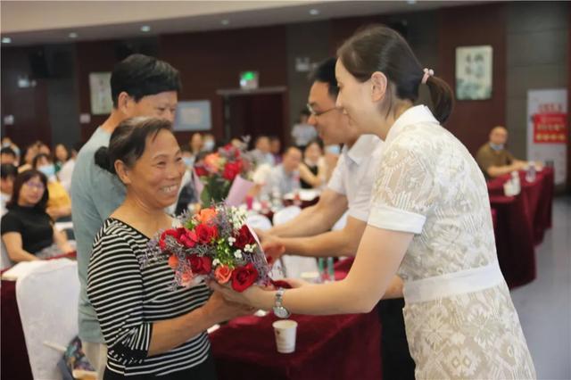 绵阳市中心医院的两名援疆医疗队员平安回家了