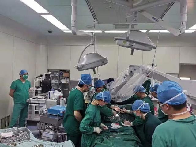 刚出生男婴腰骶部包块逐渐增大,江西省儿童医院为其手术切除