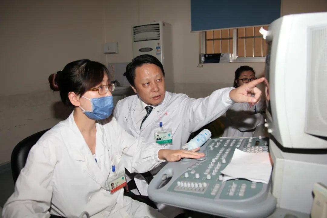 人民军医沈锋:用科学与创新精神,为肝癌患者解除疾苦