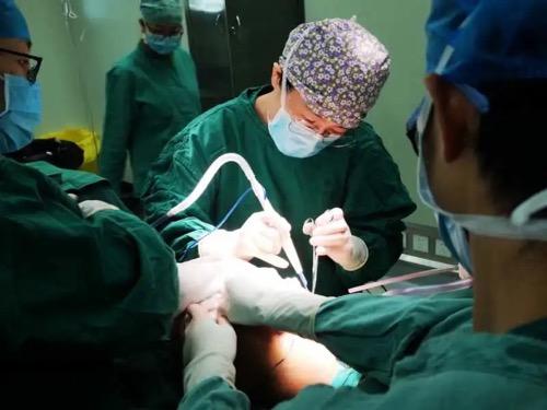 桂林医学院附属医院攻克重达 12 斤、大如篮球的罕见乳房巨大肿瘤