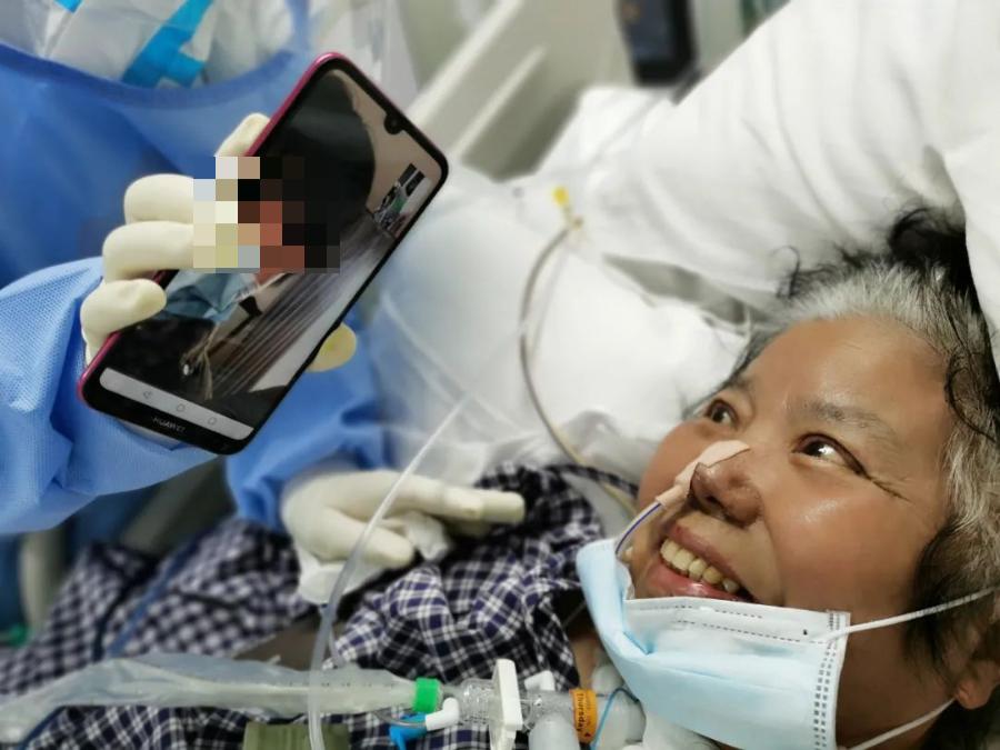 护士节前夕雷神山患者来到病房:我要看看你的脸