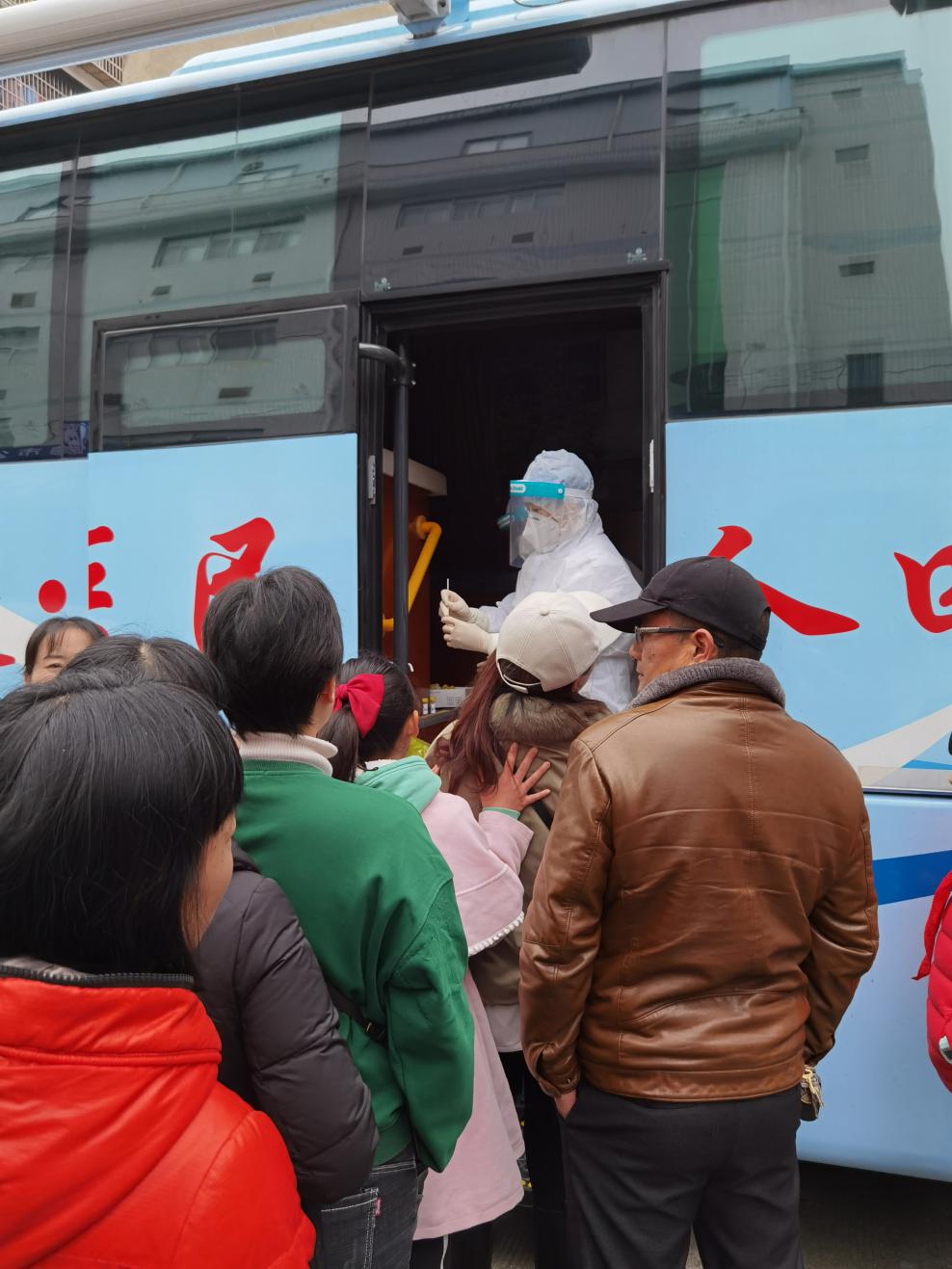 常德市第四人民医院为「德马」保驾护航,对参赛选手进行核酸检测