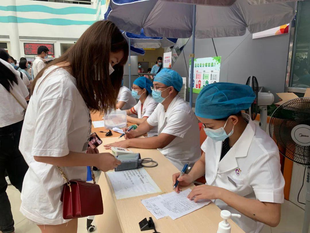 为了群众安康,疫苗接种路上她们不曾停歇