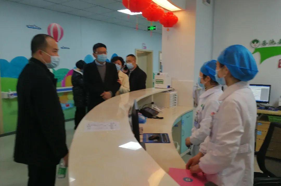岳池县人民医院赴医联体单位开展春节慰问
