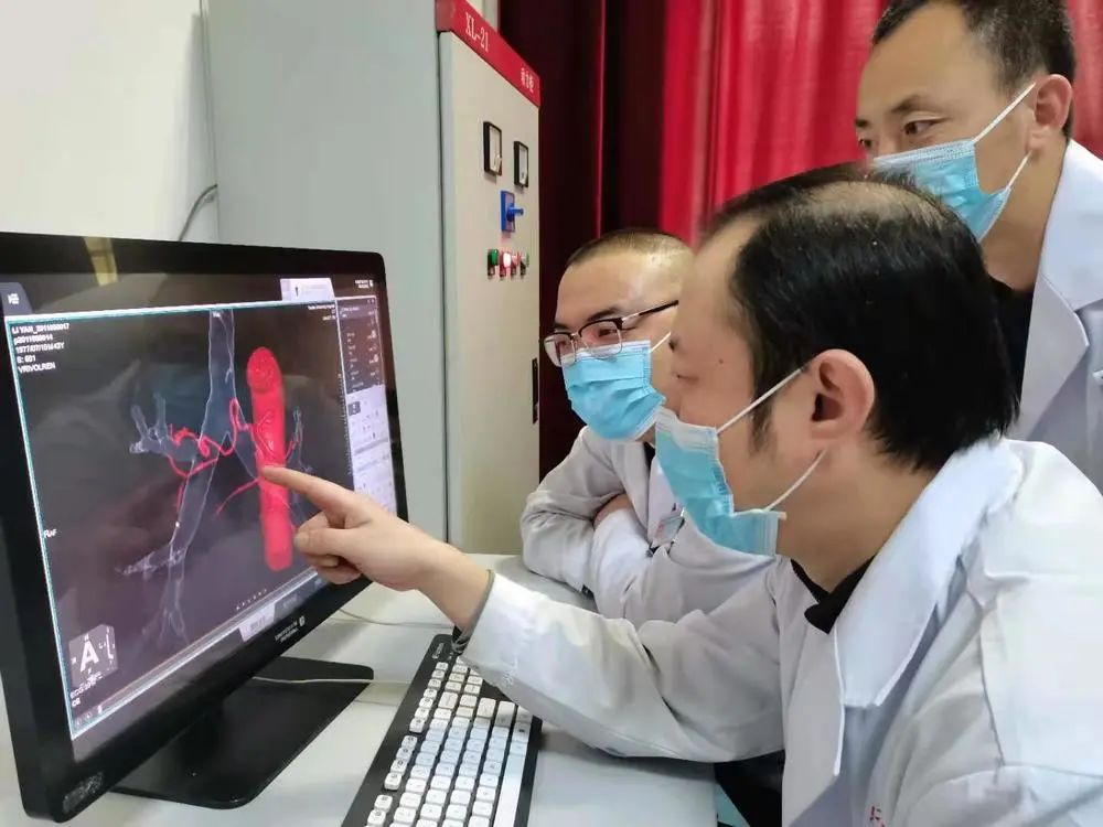 延安市首例 CT 引导下介入支气管动脉栓塞术在延大附院成功开展
