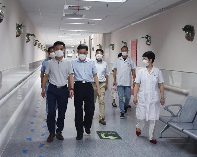 宝山区卫健委领导高温慰问上海市第二康复医院医护人员