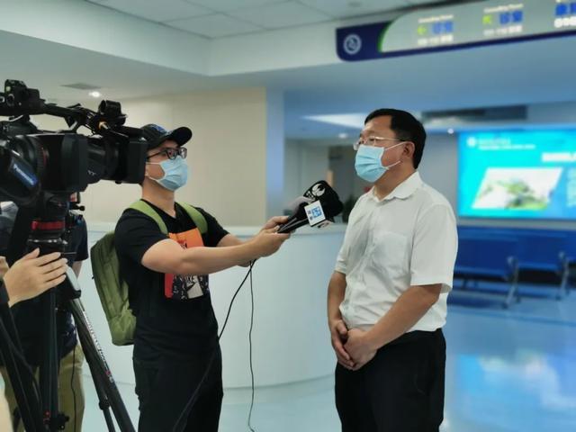国家级专家横琴施双微手术 助力共享医疗平台搭建