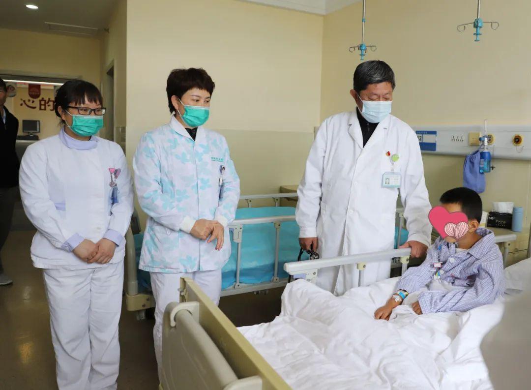 昆明同仁医院医疗扶贫 为先心病患儿家庭送去希望