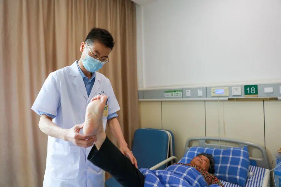 术业有专攻!萧山中医院李强获萧山区「金齿轮奖·杰出职工」