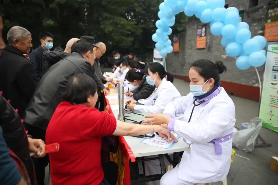 眉山市中医医院开展「联合国糖尿病日」义诊活动