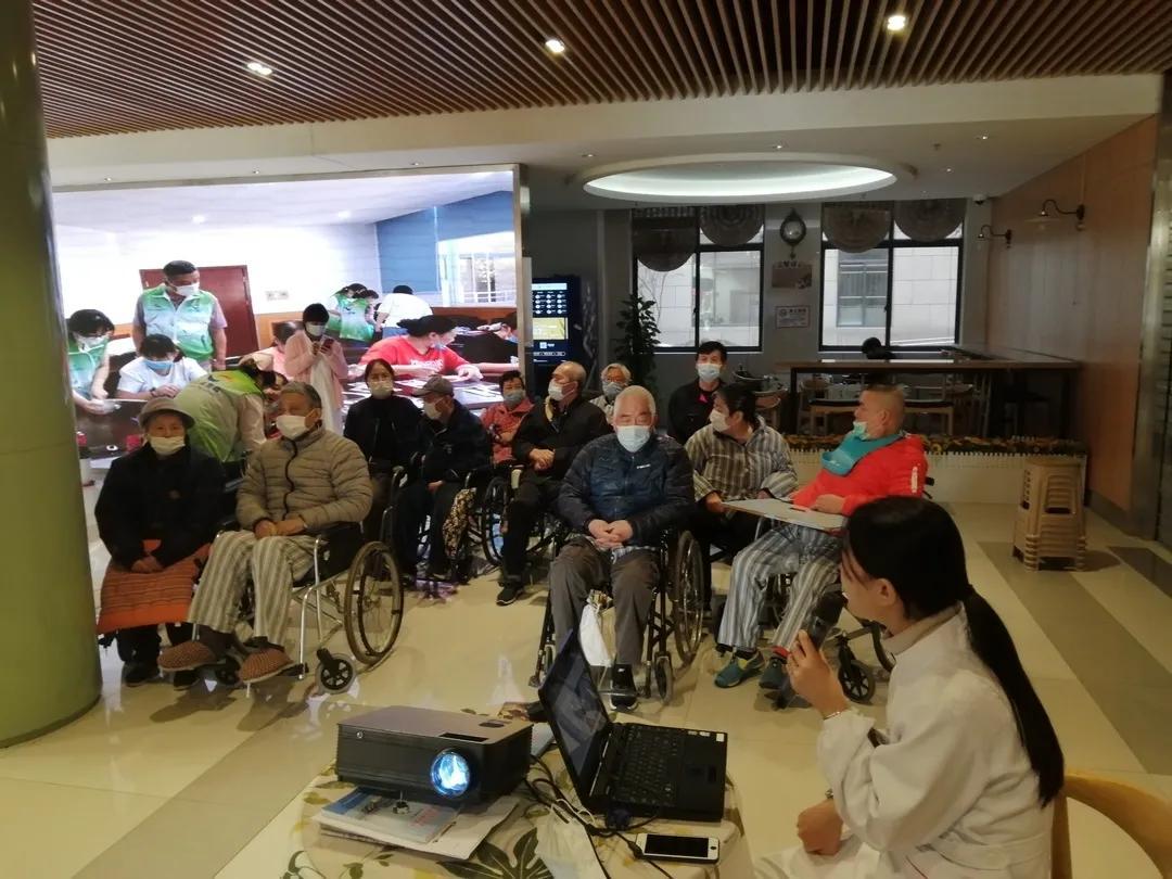 上海市第二康复医院开展慢性支气管炎的治疗及康复讲座