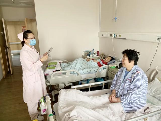 阅读伴老人,护患一家亲 ——二康老年护理二病区举办「阅读日」活动