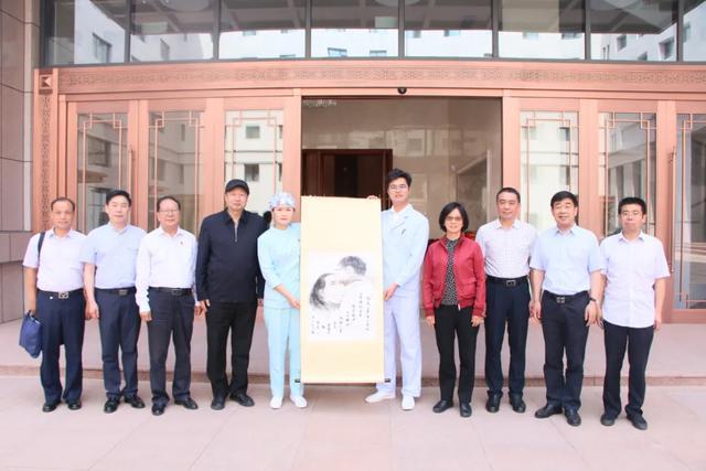 北京市政协向河南省直三院援鄂队员赠送国画《约定》