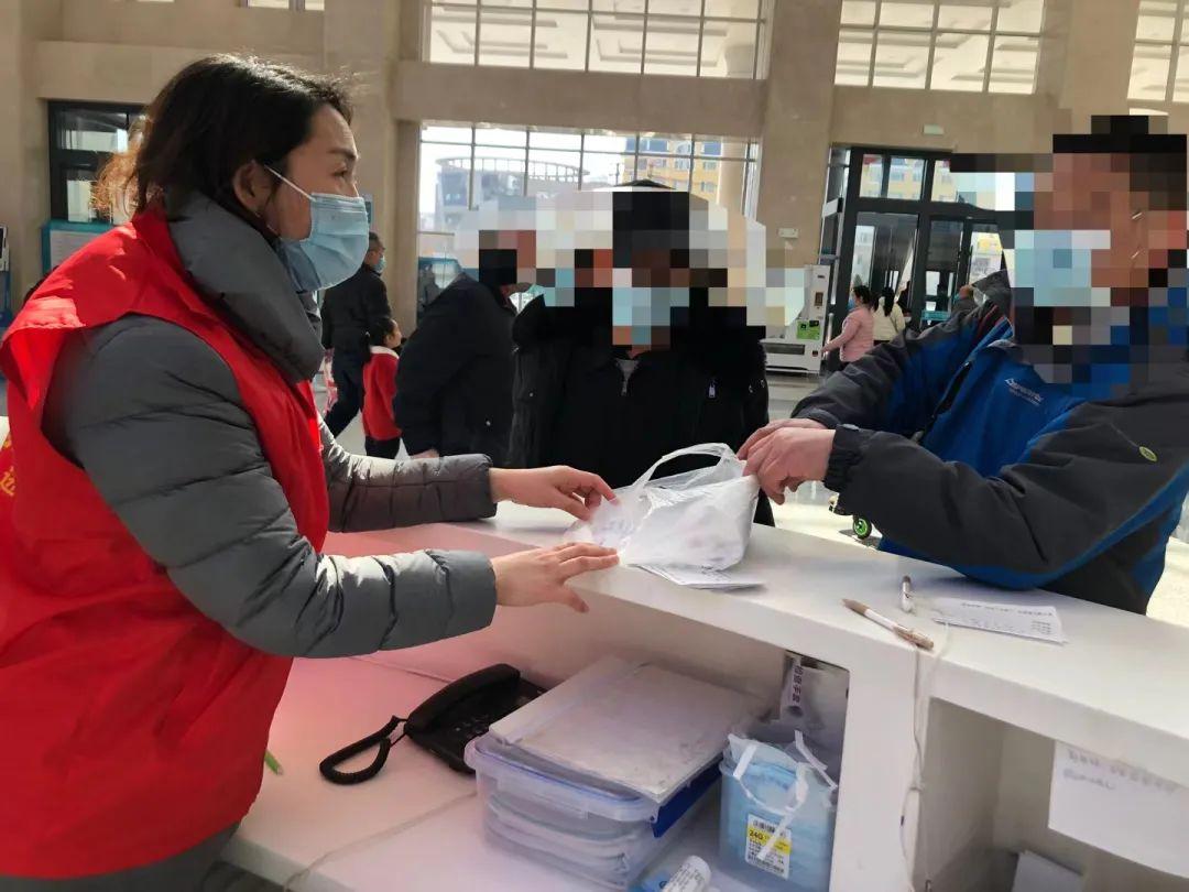 滨州医学院附属医院一抹最靓的「志愿红」,这个春节因为你们更温暖