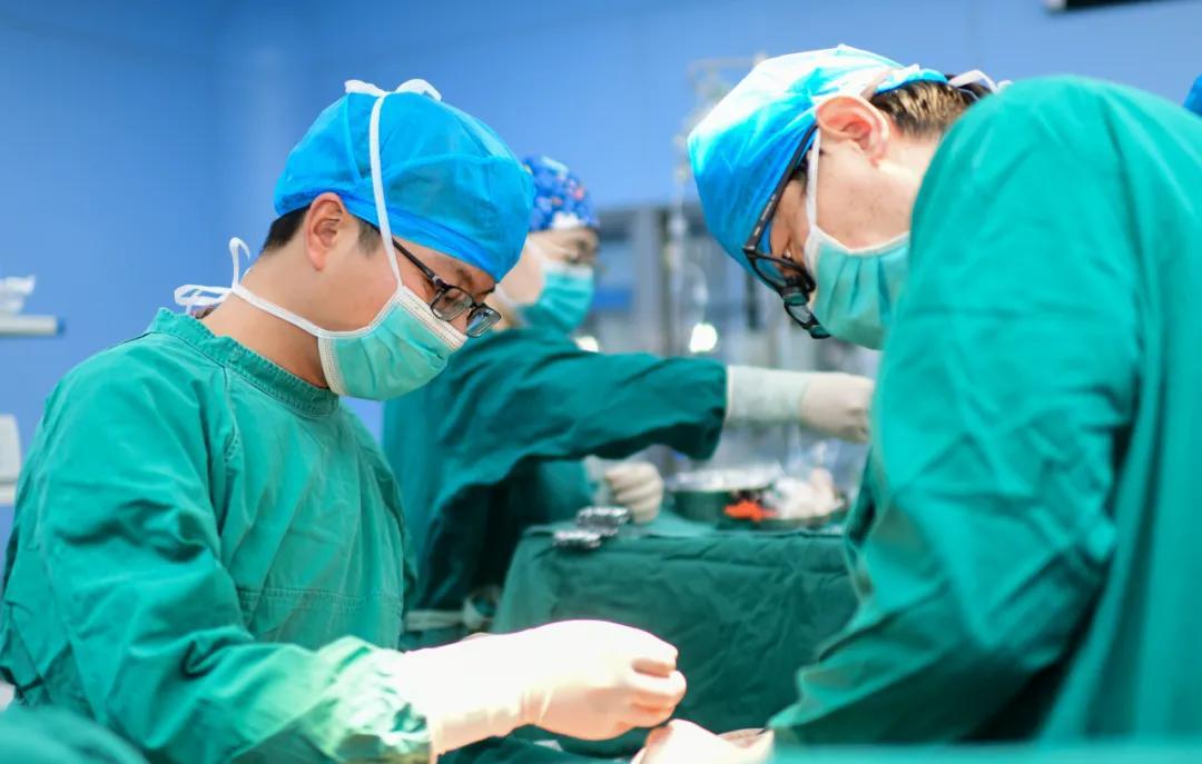 璧山区人民医院微创手术为患者切除 8 公分胸腔肿瘤