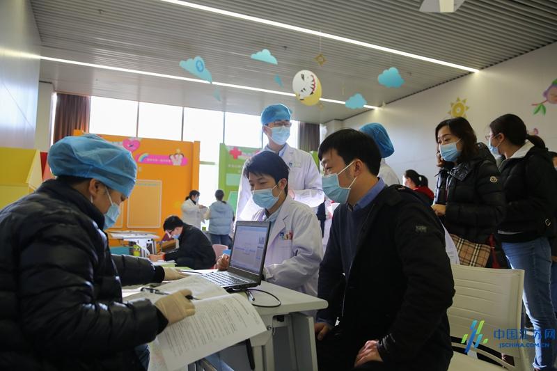 南京儿童医院 221 名医护人员「组团」献血 56940 毫升