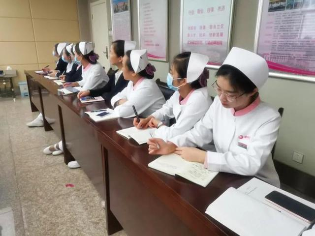 护理部组织优秀护理人才开展论文撰写技能培训