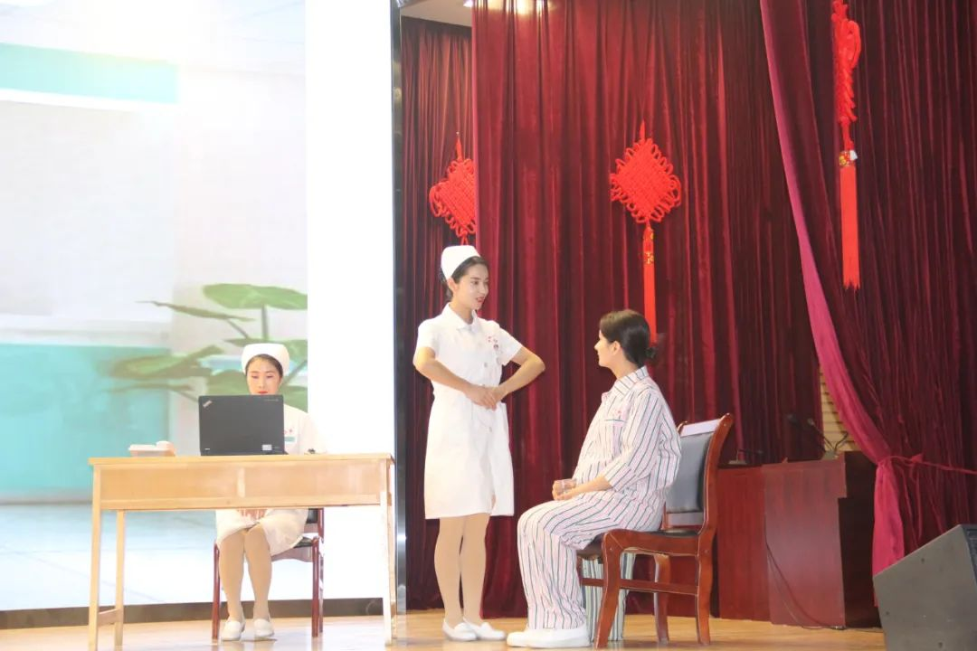 喀什地区第一人民医院:行礼仪风采,秀天使风范