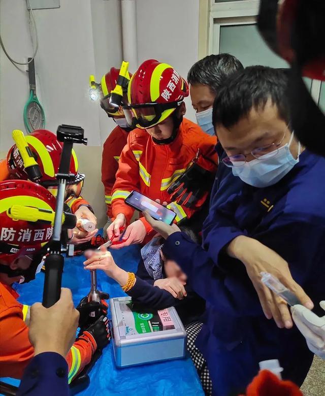 女子手指不慎绞入绞肉机!医院、消防联合施救