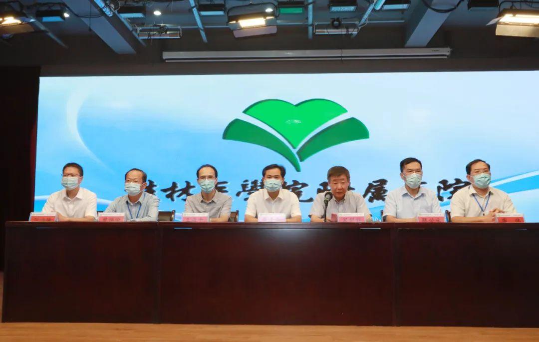 致敬医者 | 桂林医学院附属医院召开医师节表彰大会