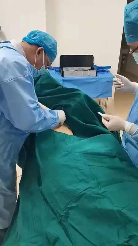 前海人寿广州总医院成功开展首例内科胸腔镜对胸水患者的检查