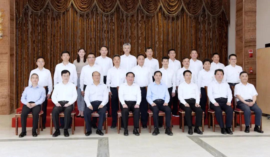 同济大学附属同济医院第九批援麻栗坡县医疗队队长陈莹受到上海市委书记李强接见