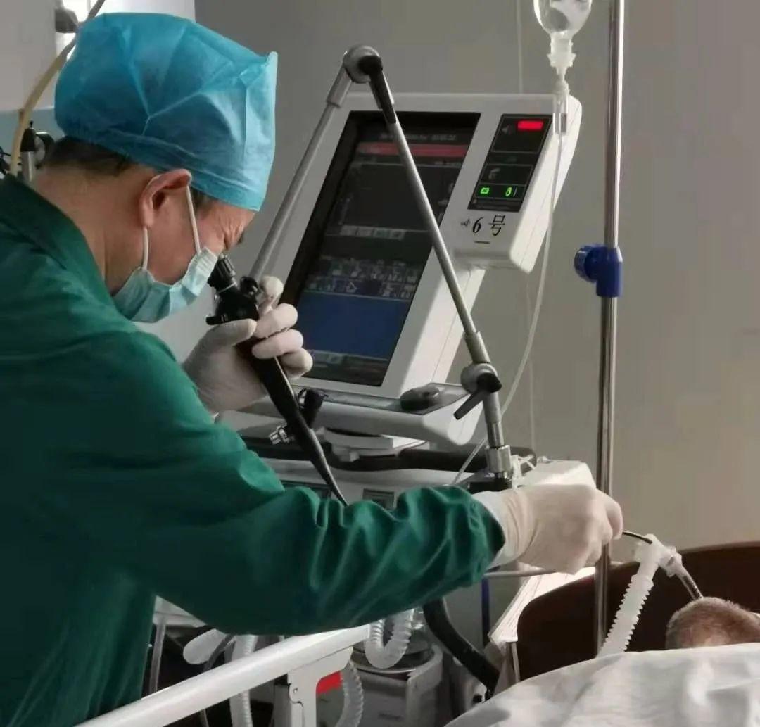 烟台海港医院重症医学科开展纤维支气管镜治疗,67 岁呼吸衰竭病人转危为安
