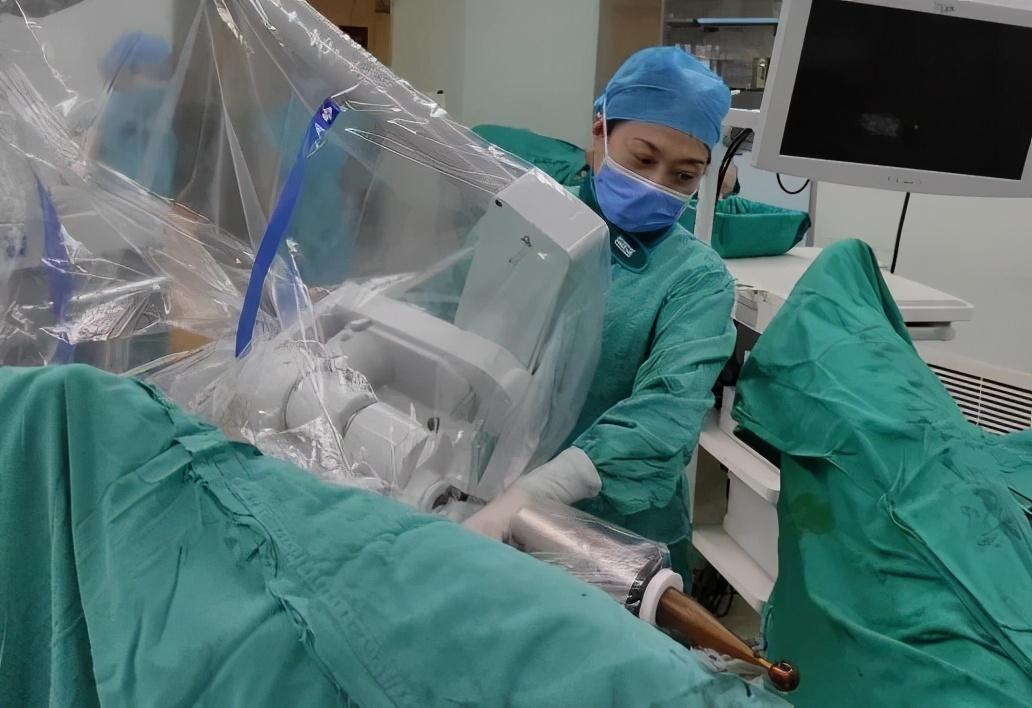 河南省人民医院妇科完成了全省首例妇科肿瘤术中放疗