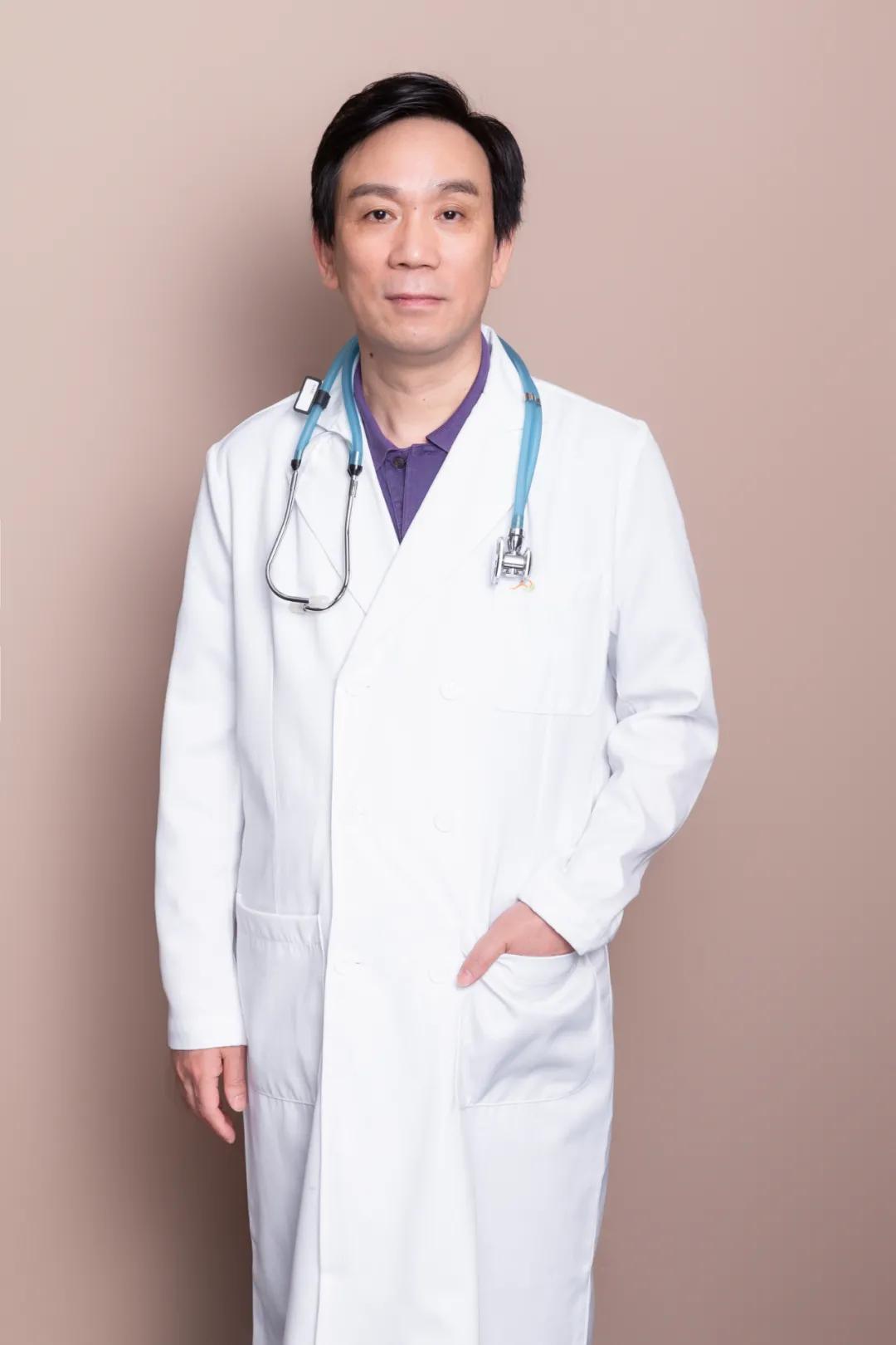 这位医生「神」了!看他的脸色就是「诊断书」!