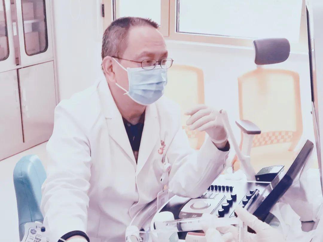 西安高新医院消化病院联合超声科完成首例超声引导下肝囊肿穿刺聚桂醇硬化治疗术