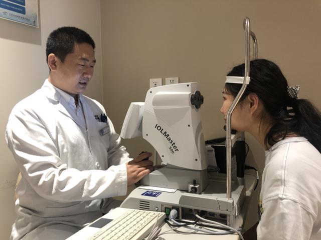 家长们注意了,为什么医生检查孩子视力都要做这个检查?