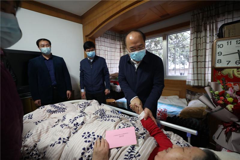 广西壮族自治区卫健委主任廖品琥到南溪山医院进行调研慰问