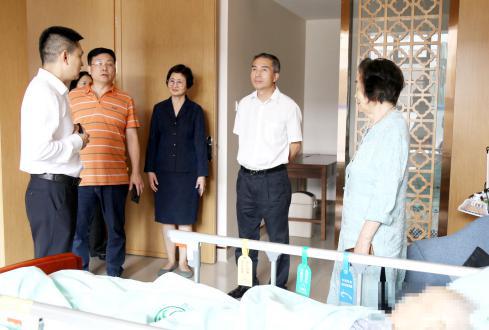 锦江区政协主席张松调研四川省泌尿外科医院