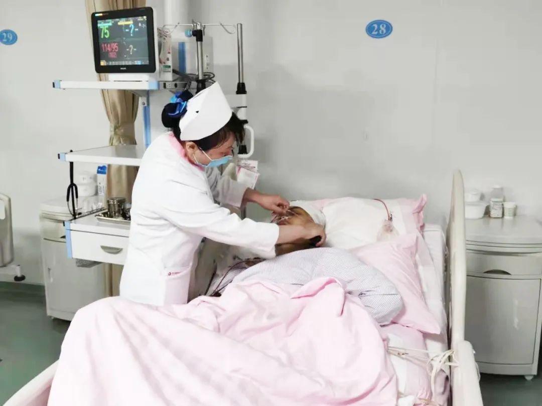 头顶罕见「西瓜」肿瘤 专家历经 17 小时全切除
