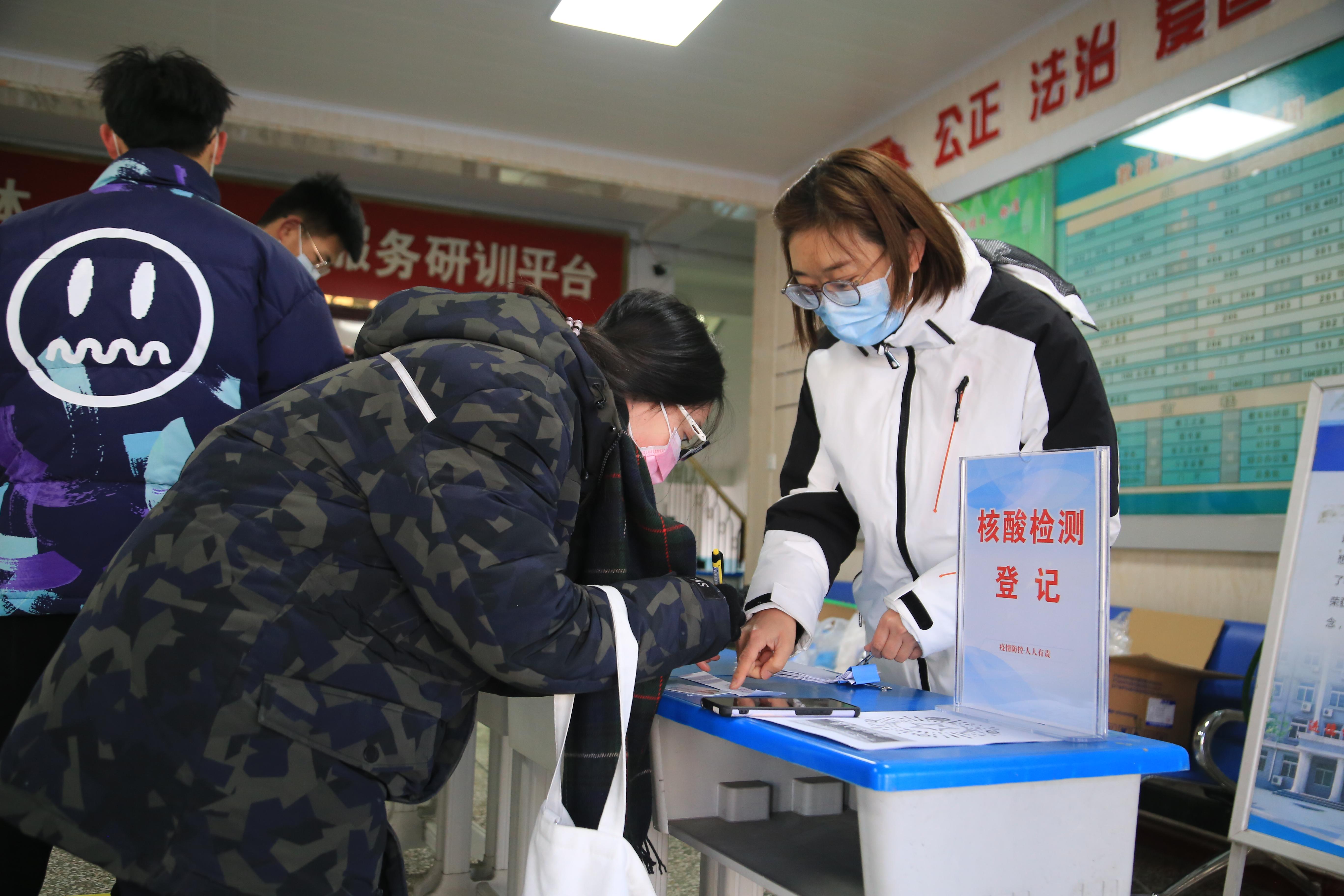 玉田县设立八个「愿检尽检」采样点,确保群众核酸检测