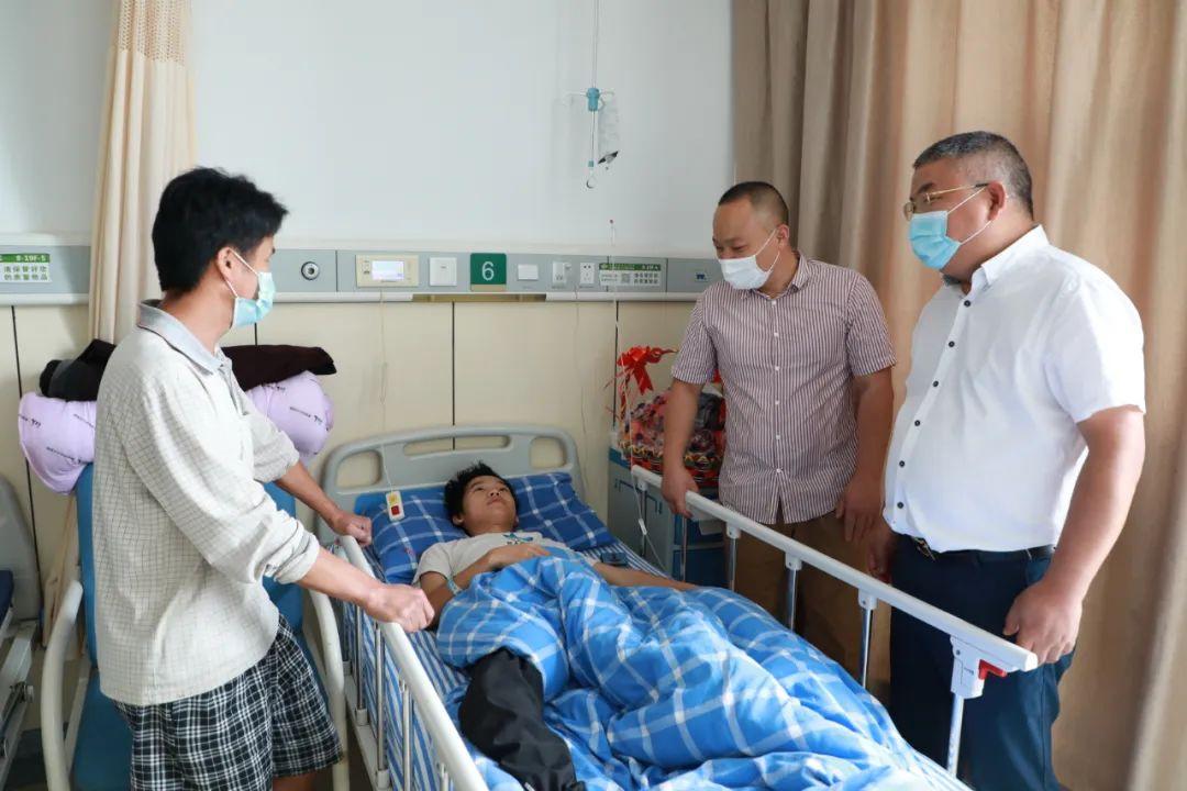 从江贫困小伙腰椎被「细菌」啃噬,萧山中医院助力为其解病痛