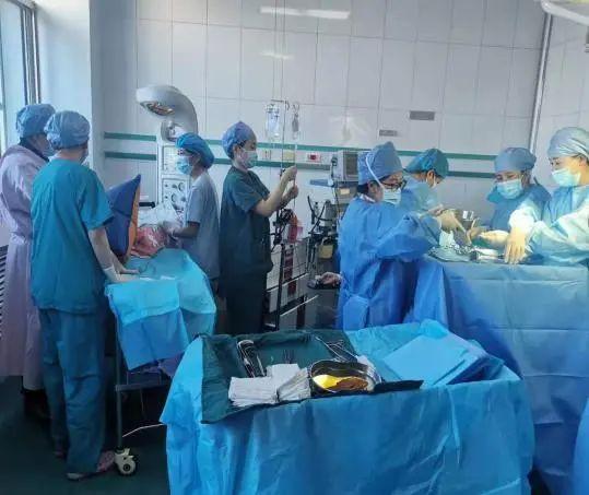 生死时速 延安大学附属医院产科一病区成功抢救一例孕产妇「隐性脐带脱垂」