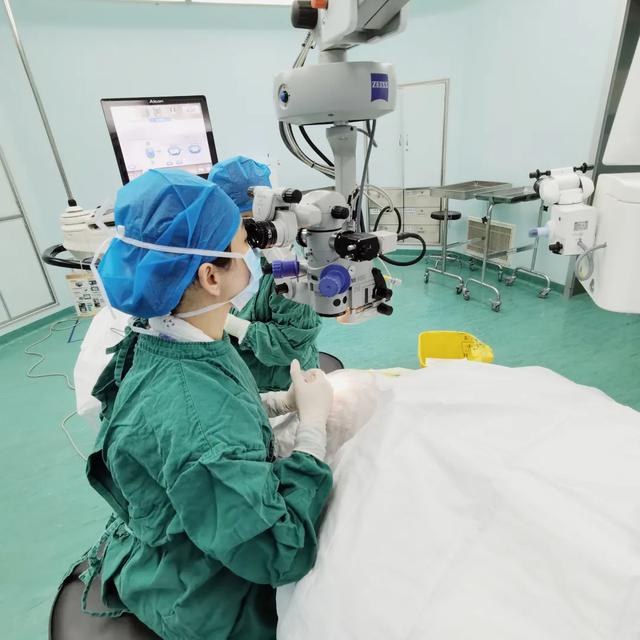 深圳市眼科医院首位患者植入 Panoptix 新一代人工晶状体