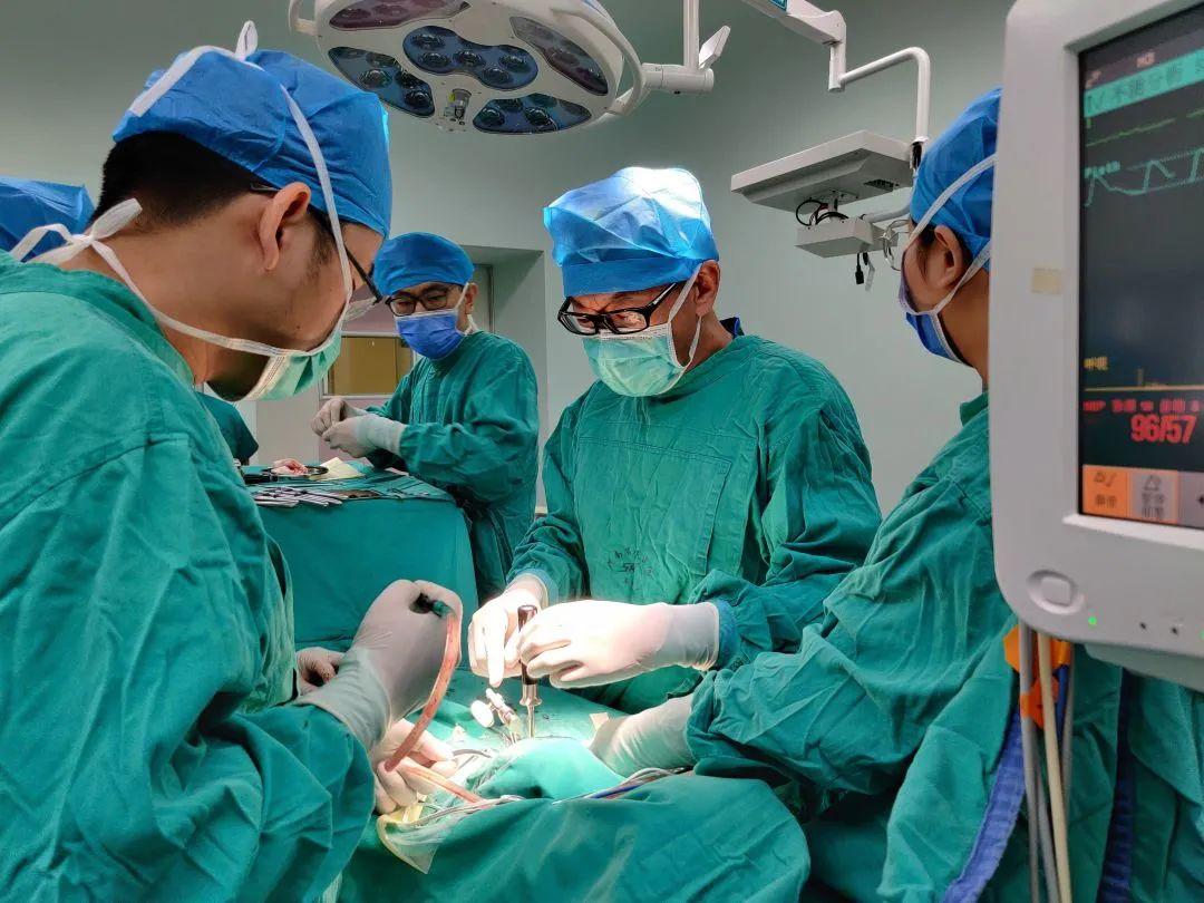 奋战 13 个小时 河南省人民医院脊柱脊髓外科矫正重度畸形