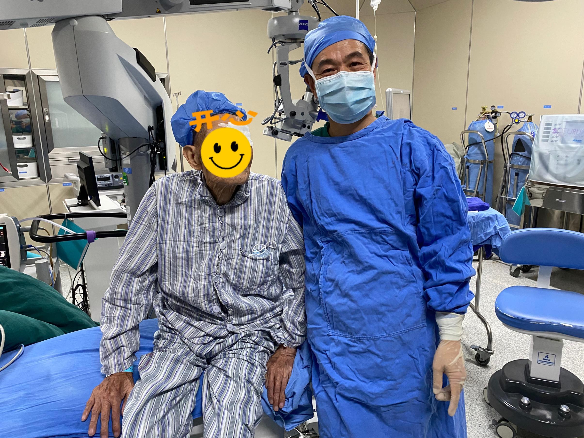 医患互信挑战高龄白内障手术,百岁老人重获光明