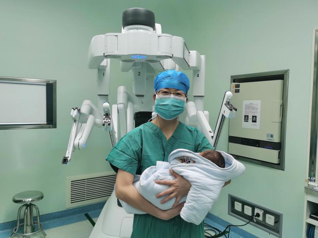 出生仅 5 天……「人机合一」挽救重度肾积水
