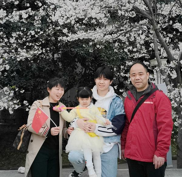 中南大学湘雅二医院医务人员相约武汉,共赴「樱花之约」