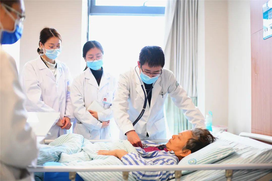 「中风」后,她在抽吸取栓手术后半小时恢复活动