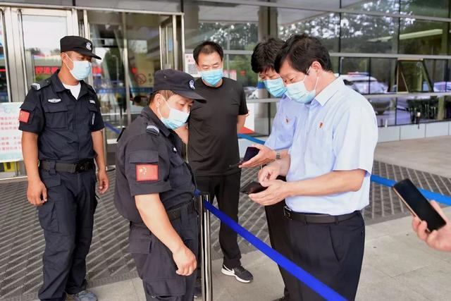 蓟州区人民医院领导坚守一线督导检查疫情防控落实情况